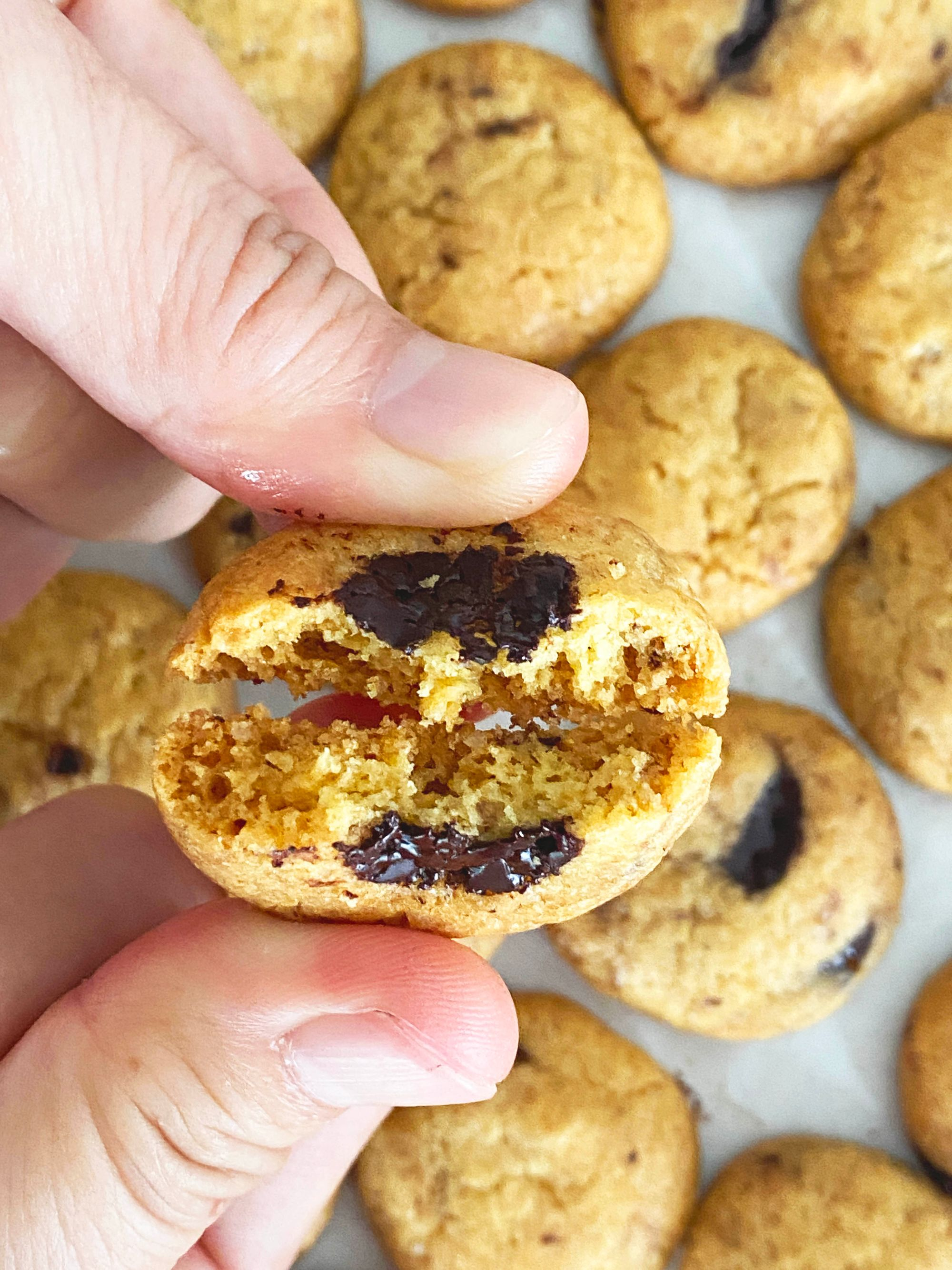 Famous Amos Style Original Chocolate Chip Cookies